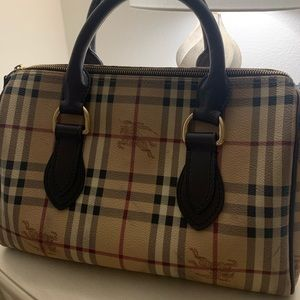 Burberry Boston bag 100% authentic .